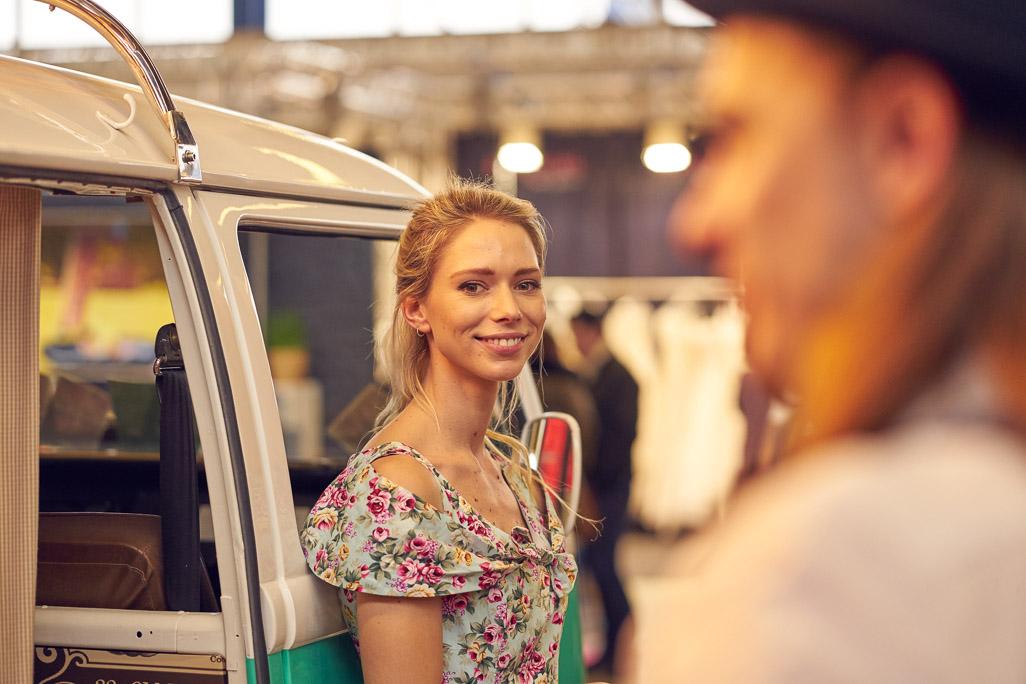 Hostess vom Bodensee Photobus auf der Hochzeitsmesse VS mit dem Photobus