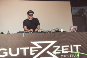 Foto von Dennis Paulisch DJ beim GuteZeit Festival in Konstanz